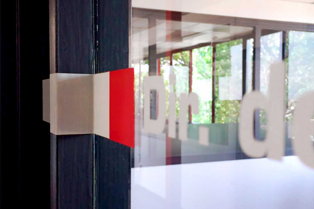 21-diseno-grafico-branding-senaletica-pirobloc-vinil-puertas